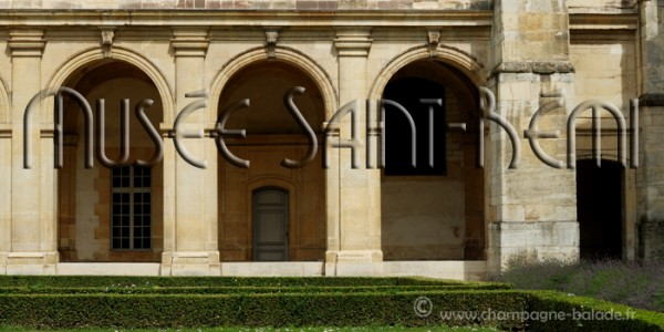 Cloitre du musée abbaye saint-Rémi